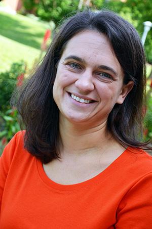 Danielle Peterman headshot