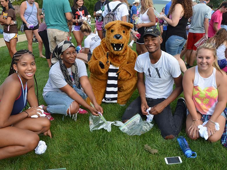 Nittany Lion posing with students at new student orientation