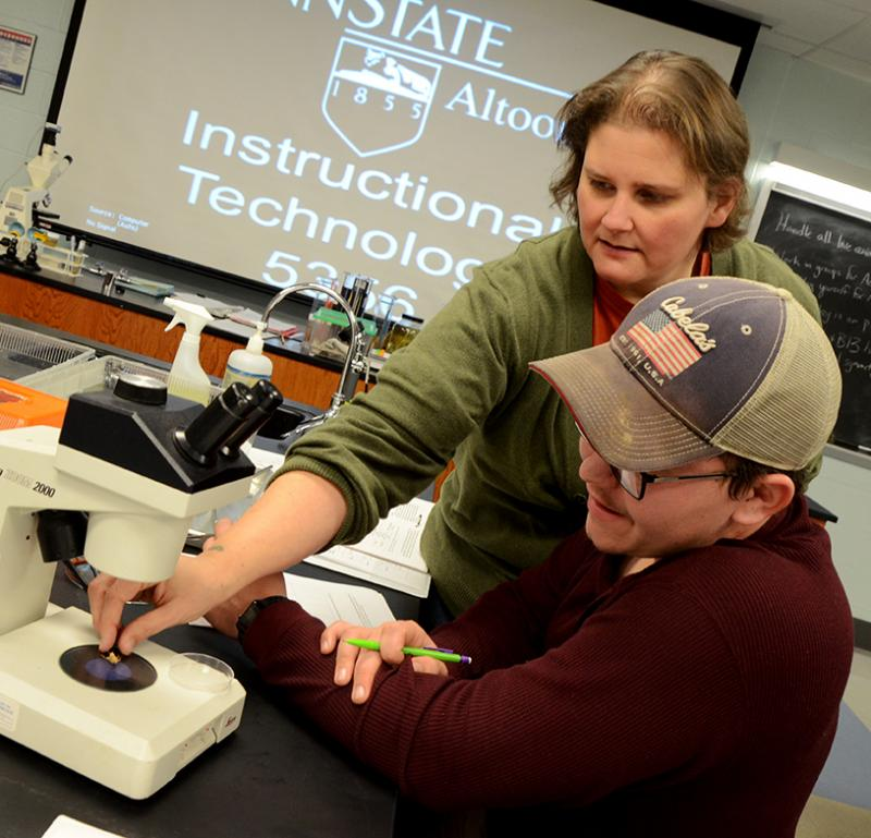 Palmer assists a student during a lab exercise in her Biology 110 course.