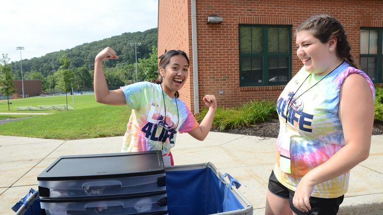 Orientation Leaders assist first year students moving into residence halls