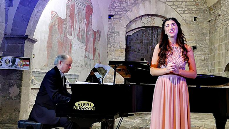 Ajay performs her solo songs at the Castello di Poppi.